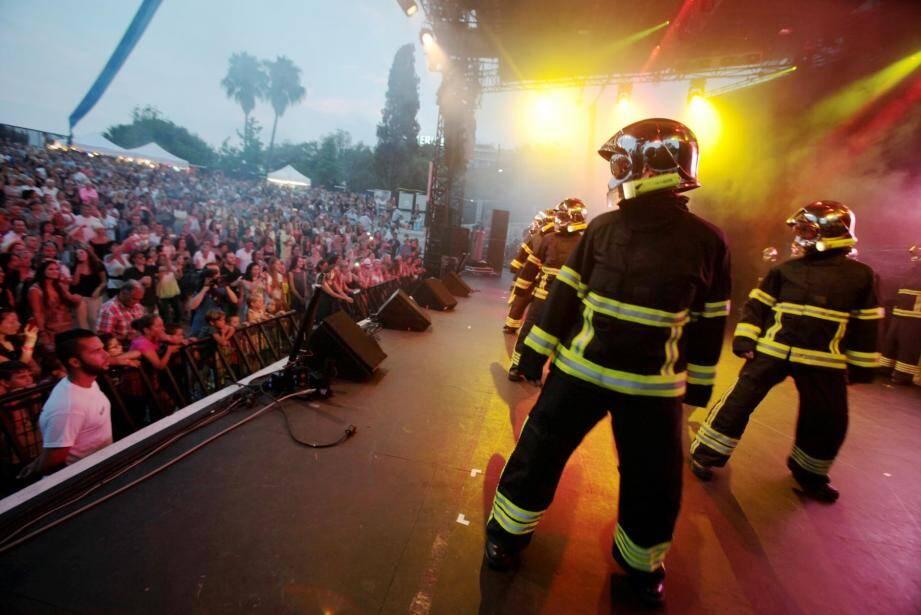 Depuis quelques années, les pompiers de Nice mettent le feu au théâtre de Verdure.