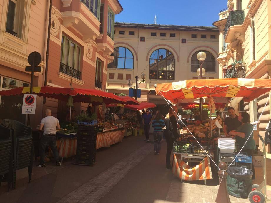 Le marché de la Condamine est délocalisé rue des Açores pendant la semaine du Grand Prix.