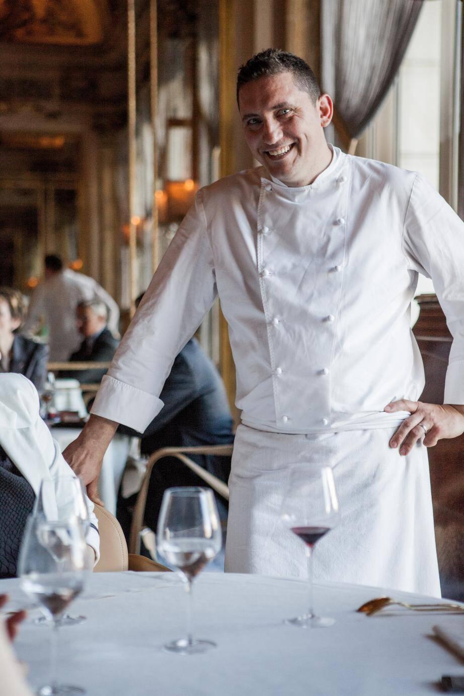 Dominique Lory, établi dans le groupe Alain Ducasse depuis dix-huit ans est le chef des cuisines du Louis XV. Il démarre ce jeudi sa cinquième saison.