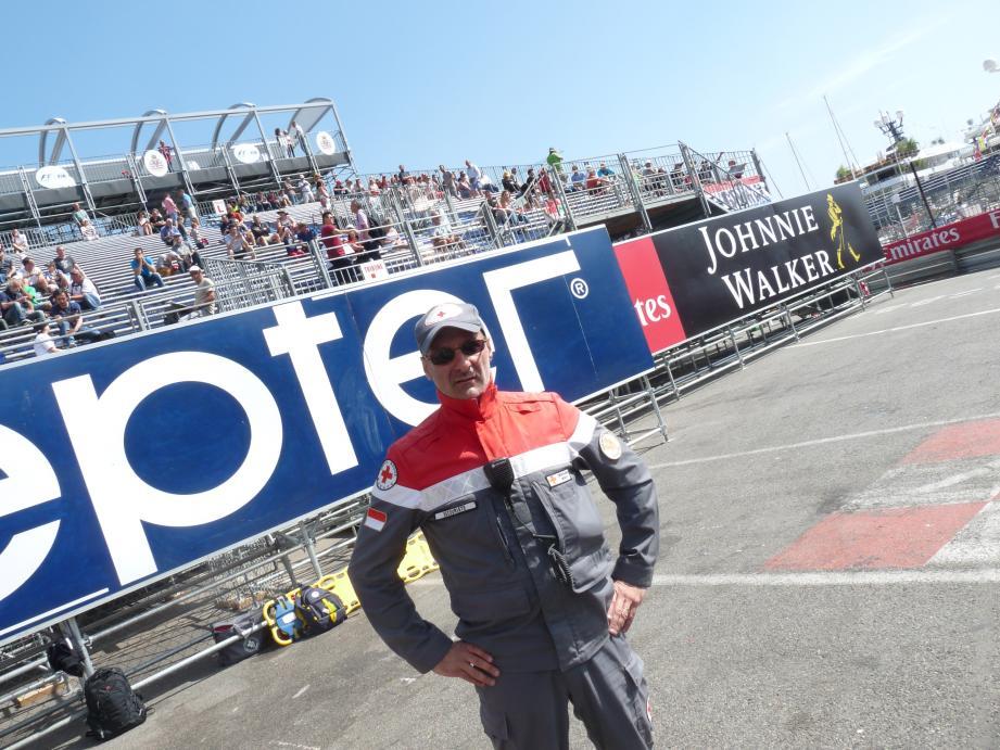 Engagé depuis vingt-cinq ans, Michel Gangemi est prêt à intervenir en bordure du circuit.