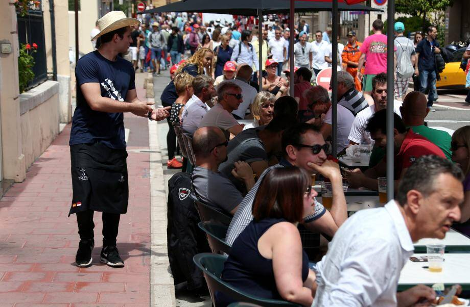 Pour le Grand Prix, les terrasses du centre-ville sont toutes prises d'assaut.