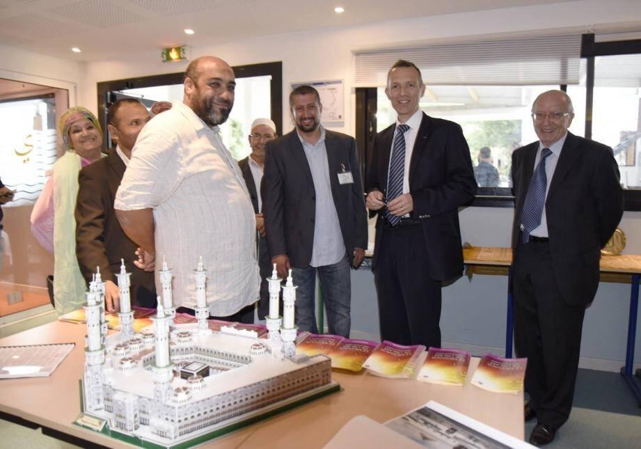Le sous-préfet Philippe Castanet est venu visiter la mosquée hier.