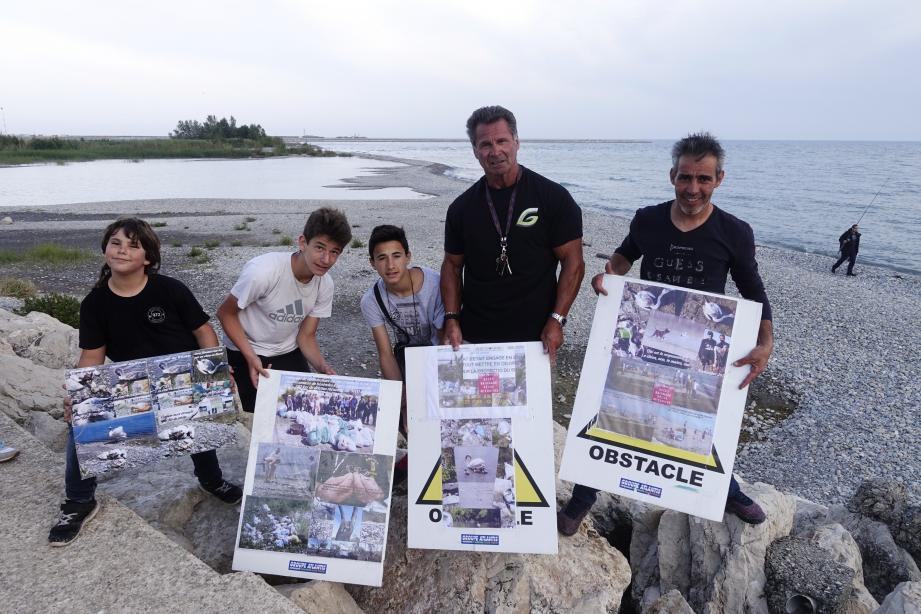L'équipe de « veilleurs » alors que le dernier pêcheur quitte la zone Natura 2000.