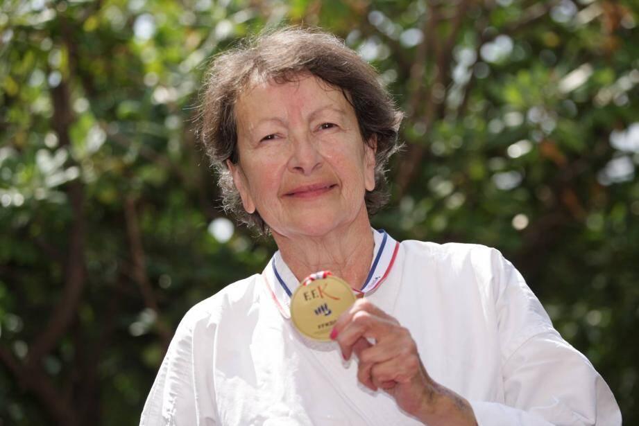 Joselle Leborgne, avec sa médaille d'or autour du cou, l'été dernier.