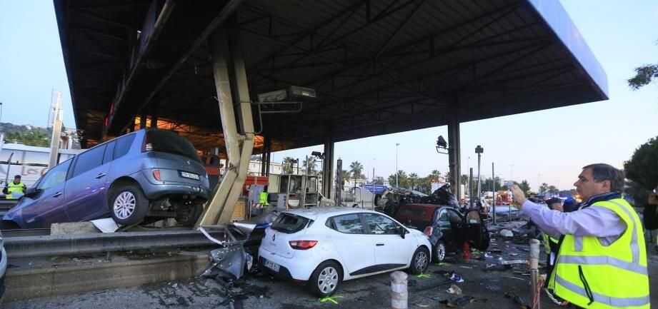 Un camion fou, immatriculé en Roumanie, avait pulvérisé le péage de Saint-Isidore le 29 octobre 2015 sur l'A8 à Nice. Bilan: un mort et huit blessés.