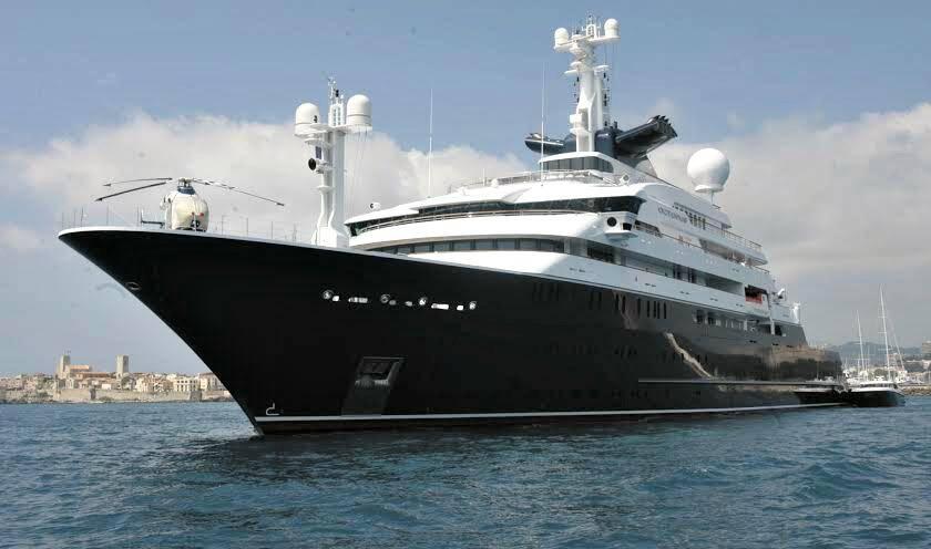 Lors de sa construction, l'Octopus était le huitième plus grand yacht privé du monde. Il est aujourd'hui relégué à la quatorzième place.