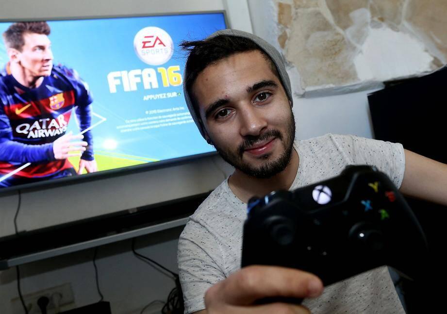 Nathan Nayagom participe au premier championnat de France e-football league retransmis à la télé.