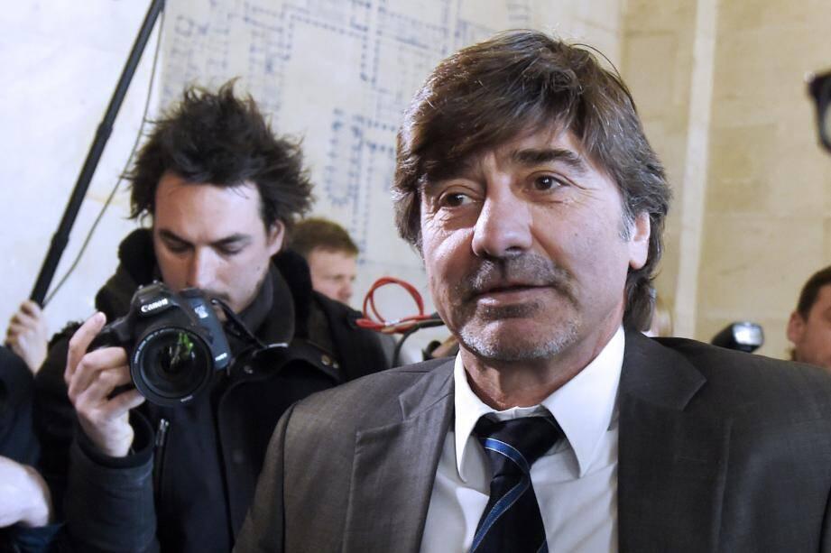 Michel Neyret, poursuivi pour huit délits dont corruption et trafic d'influence passifs et détournement de scellés de stupéfiant. Il encourt dix ans de prison.