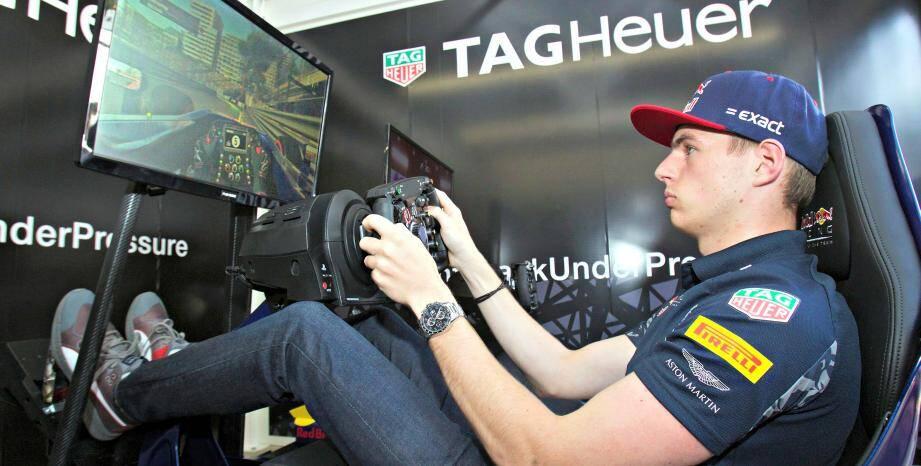 Le pilote Max Verstappen a testé les simulateurs du MPG Live, mercredi soir.