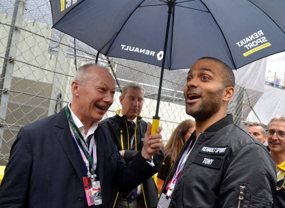 Rien de mieux qu'une Renault pour faire sourire Tony Parker.