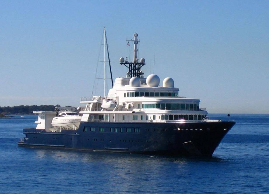 Eugène Shvidler possède ce yacht de 112m de long. Sa fortune personnelle est estimée à 2.5 milliards de dollars.