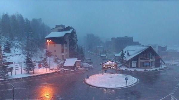 La neige est tombée à Isola 2000 le week-end du 1er mai.