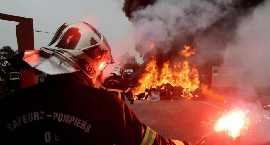 Lors de la manifestation des pompiers.