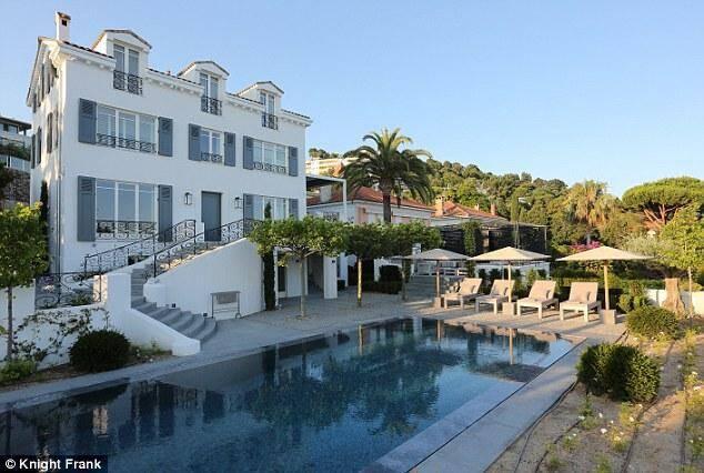 La magnifique villa Roche Cline est à vendre.