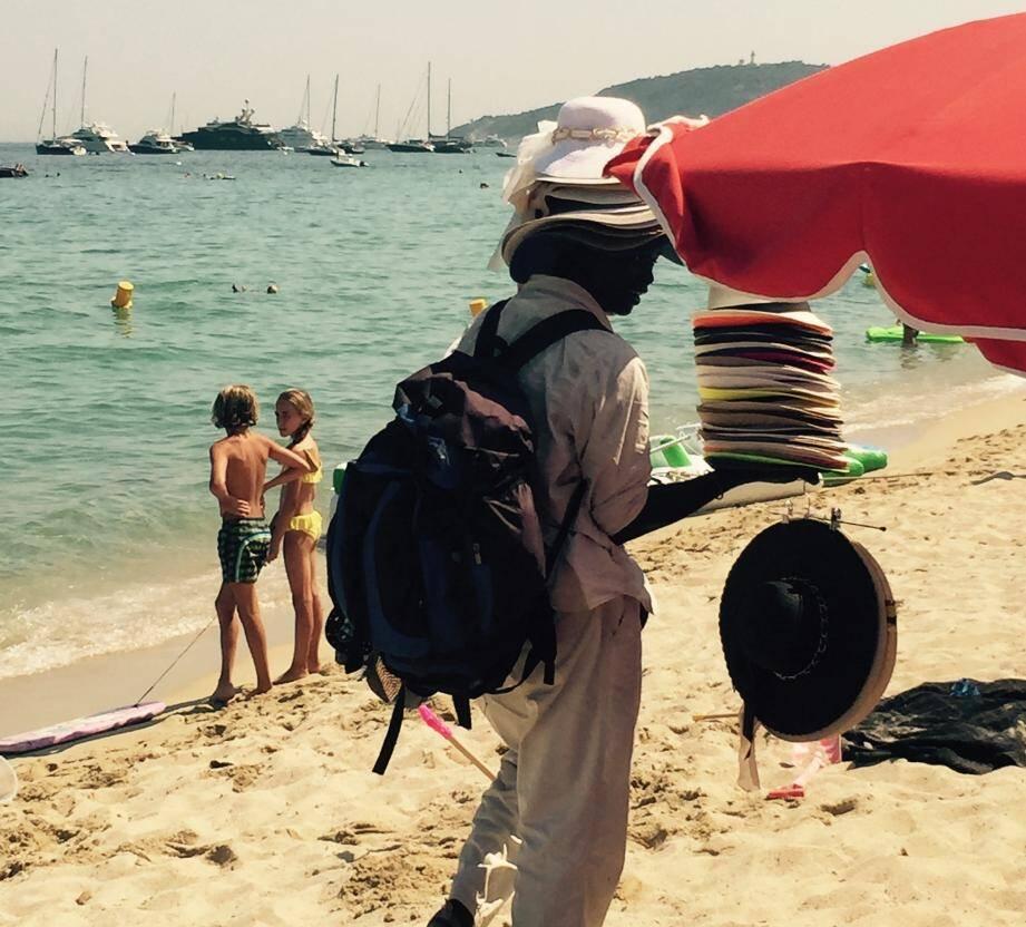 Illustration à la sauvette sur les plages.