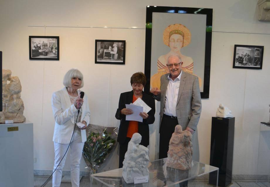 L'artiste roquettane a été félicitée par le maire André Roatta, l'adjointe Michèle Nercam et de nombreux élus de la région venus découvrir son exposition.