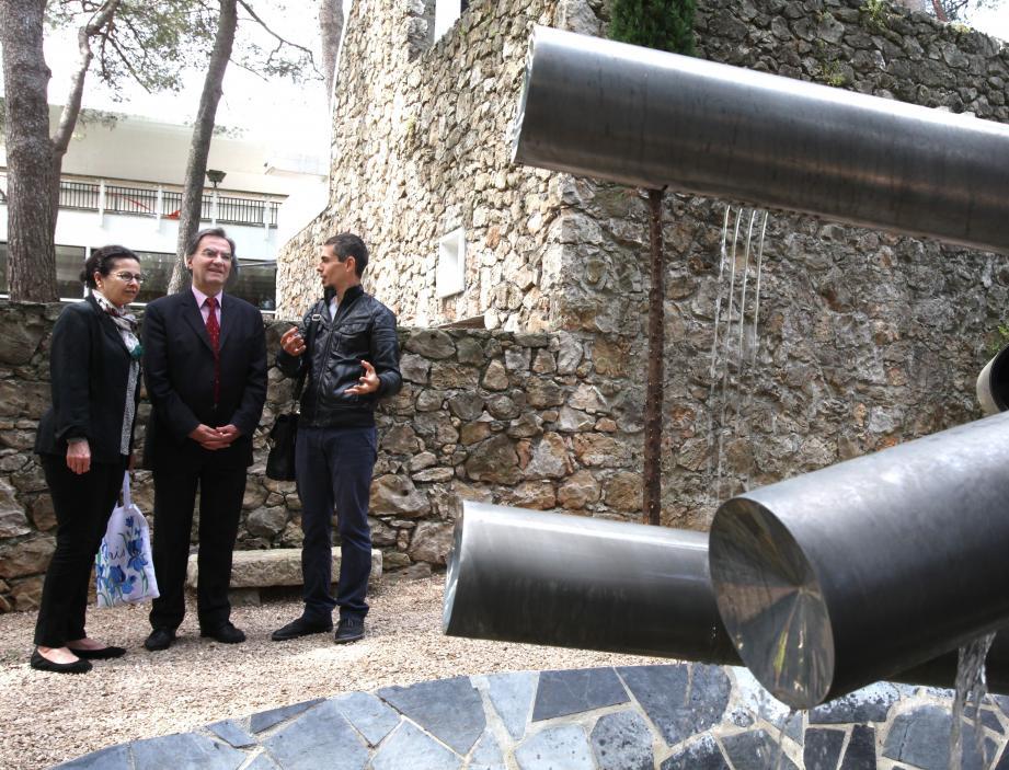 Michaël Worbs (au centre), ici aux côtés de son épouse Elsa, a découvert la cité des remparts et la fondation Maeght.