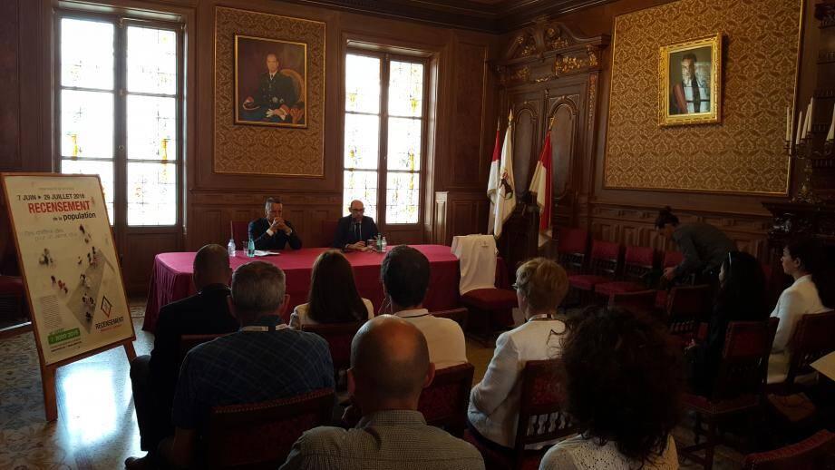 Le maire, Georges Marsan, et le directeur de l'IMSEE, Lionel Galfré, ont insisté hier sur la nécessité pour un Etat de posséder des données statistiques précises tout en rassurant sur la confidentialité du procédé.