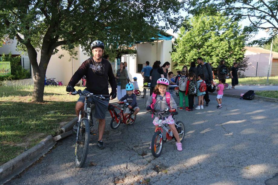 Parents et enfants invites à jouer le jeun toute la semaine… et au-delà à l'école de Garbejaïre.