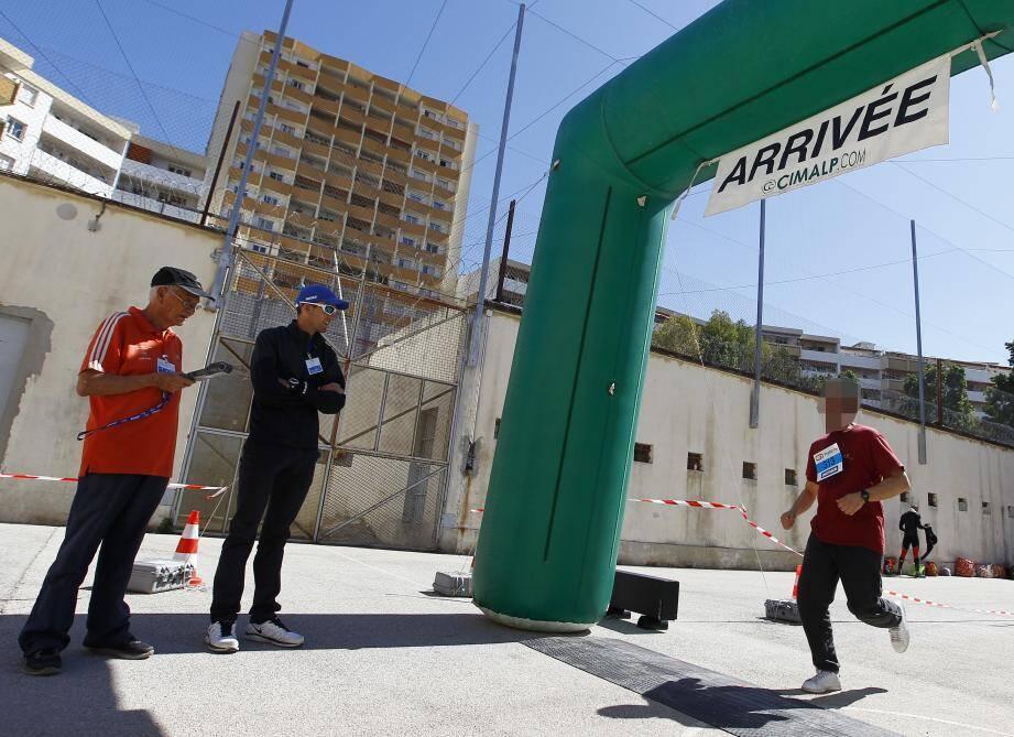 Dossards, chronométrage, une épreuve sportive dans les règles de l'art, avec l'aide des fédérations, comme ici celle d'athlétisme.