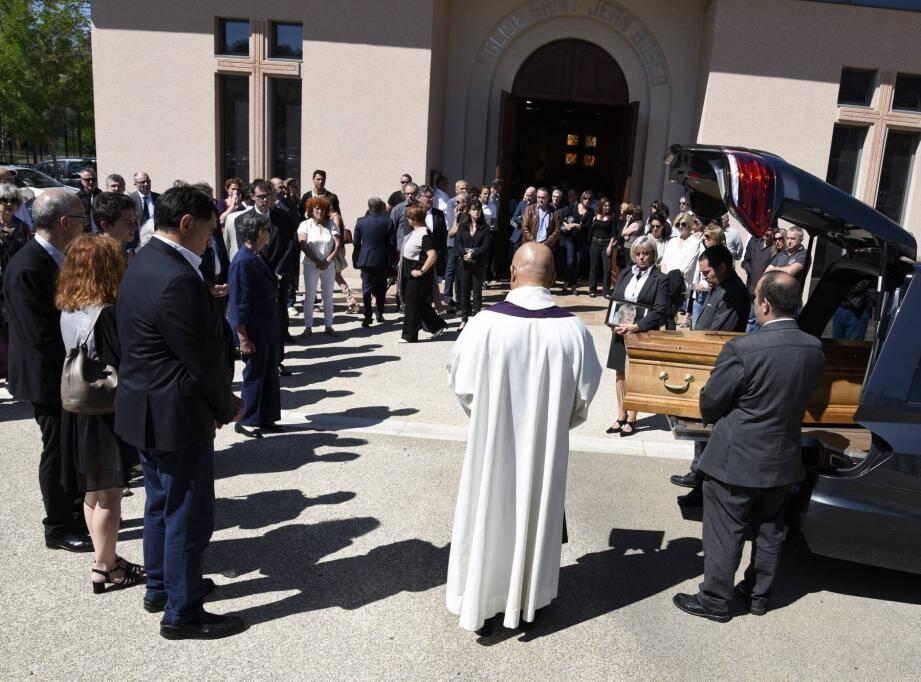Hier matin, l'église Saint-Jean-Bosco était pleine, le parvis bondé. Près de 600 personnes étaient venues rendre un dernier hommage à Patricia Bianchini.