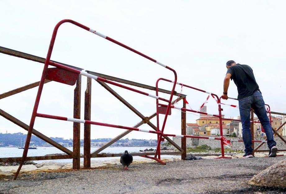 Le problème va être réglé la semaine prochaine avec le remplacement des barrières défectueuses, dont certaines menacent de s'écrouler.