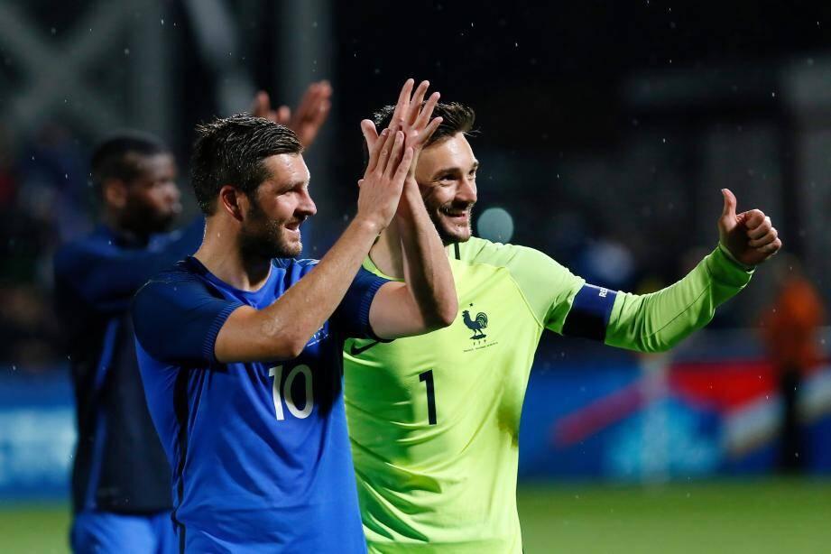 Hugo Lloris et André-Pierre Gignac heureux.
