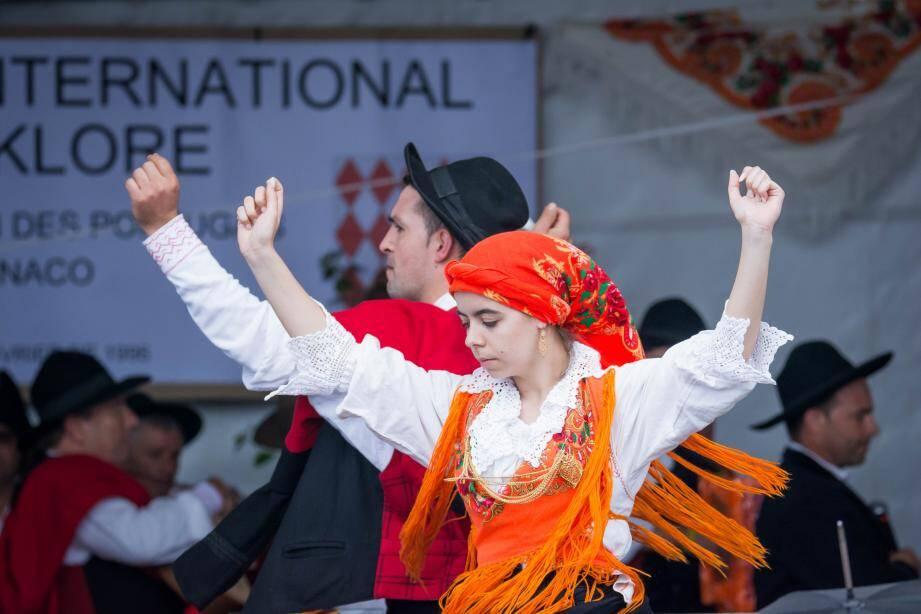Les groupes folkloriques ont défilé hier après-midi.