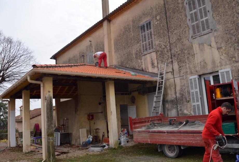 Ici lors du chantier de réhabilitation de toiture à la bibliothèque.