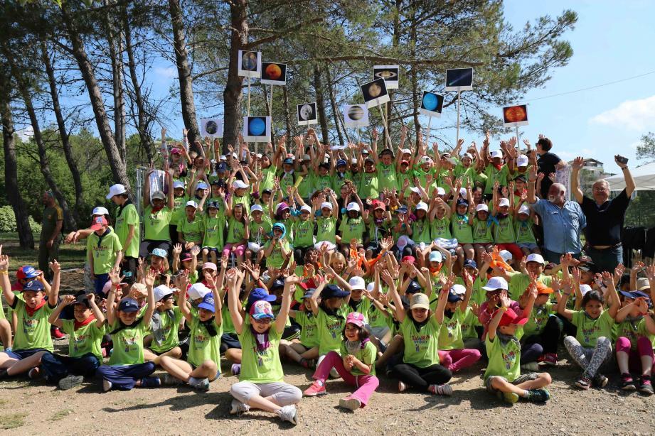 Les enfants réunis au stade des Bouillides pour leur dernière rencontre de l'année
