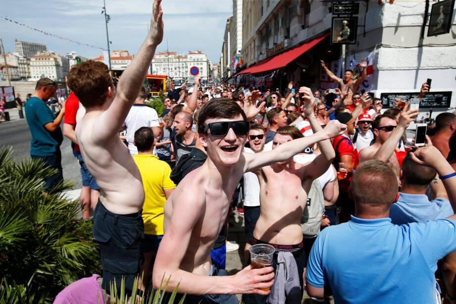 Les fans anglais ont envahi par milliers le Vieux-Port, où des échauffourées ont éclaté dans la nuit de jeudi à vendredi.