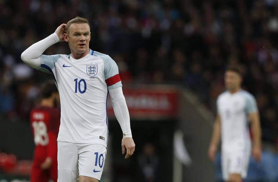 Entre ces deux photos, douze ans se sont écoulés. En 2004, le capitaine anglais avait inscrit quatre buts en quatre matches au Portugal. Depuis, le Mancunien a négligé ses stats.