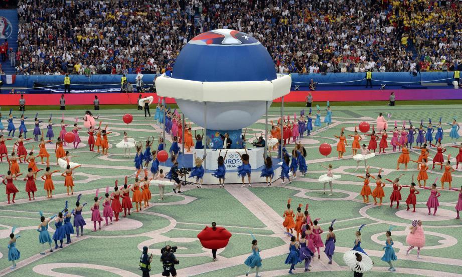 Des drapeaux tricolores, David Guetta en guest et une cérémonie d'ouverture orchestrée au poil. Le résumé de l'ouverture de l'Euro, hier soir au Stade de France.