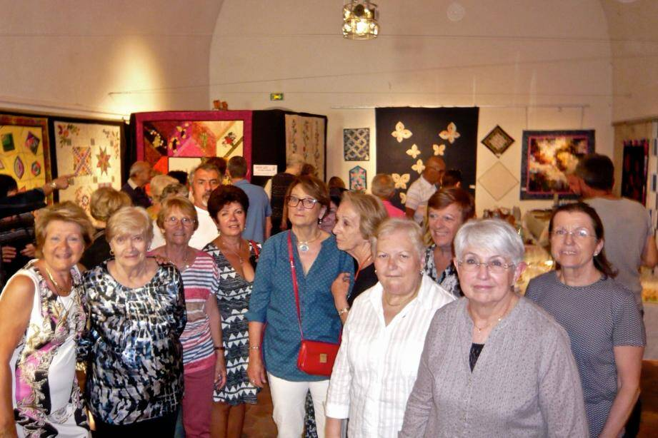 Les adhérentes réunies lors de l'inauguration de l'exposition.