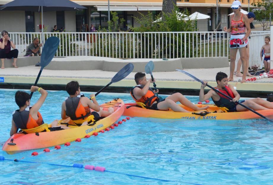 Comme toujours, le kayak en piscine a eu ses adeptes, principalement des adolescents.