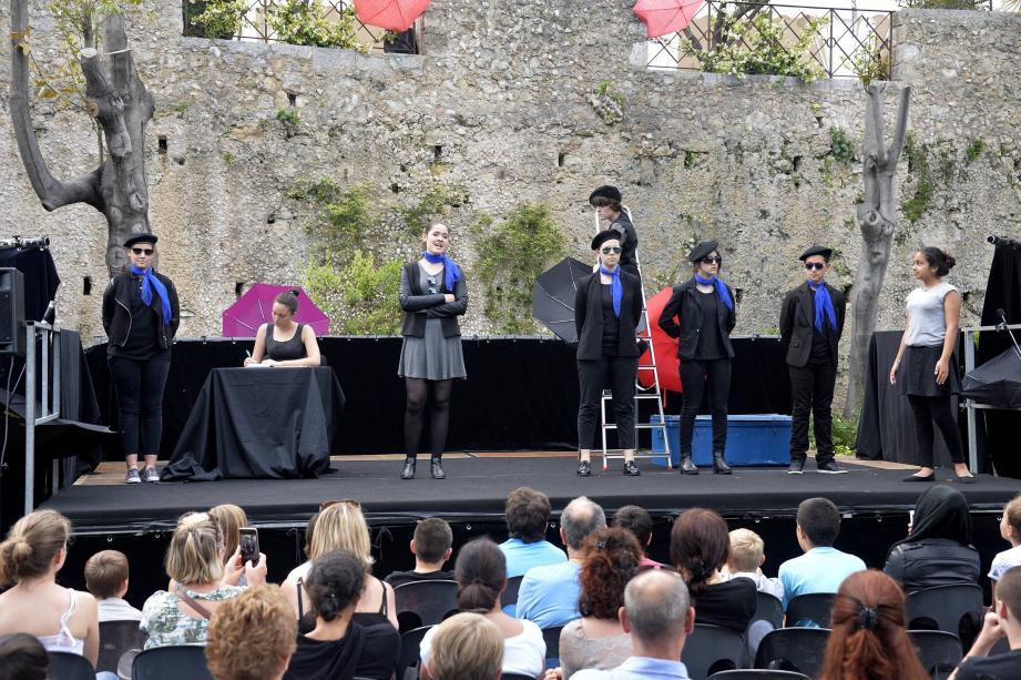 Les jeunes comédiens de Carnot ont foulé les planches avec aisance et séduit leur public.