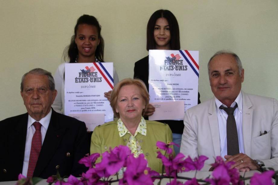 Guy Lemaire, Josiane Attuel, Georges Bijaoui devant les lauréates.