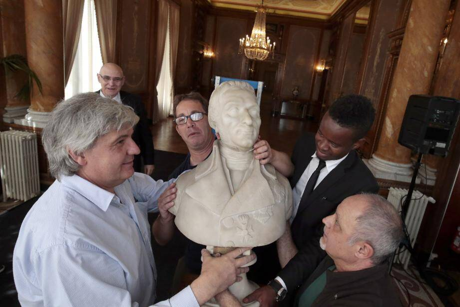 Jusqu'au 5 septembre, cette exposition fait le plein d'œuvres et d'effets personnels de Napoléon et de ses maréchaux. Dont le buste du Maréchal Masséna et ce coffret d'armes offert par l'Empereur en remerciement des batailles gagnées.