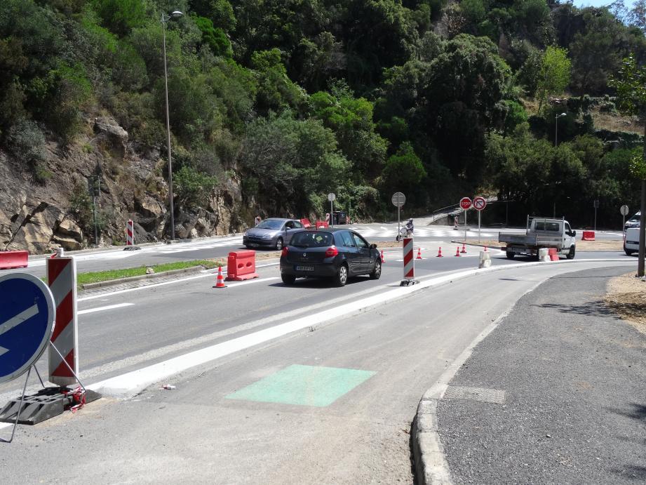 Dans les deux sens de circulation, les travaux de réduction de la chaussée de deux à une voie et la construction de pistes cyclables seront achevés à la fin du mois.