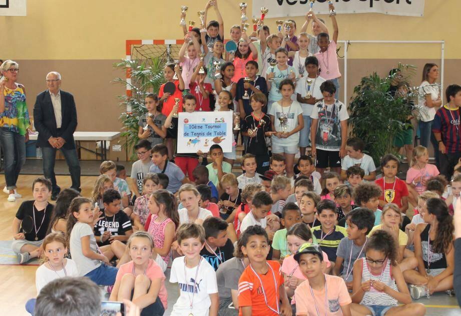 Tous les participants ont reçu des récompenses : coupes ou médailles.