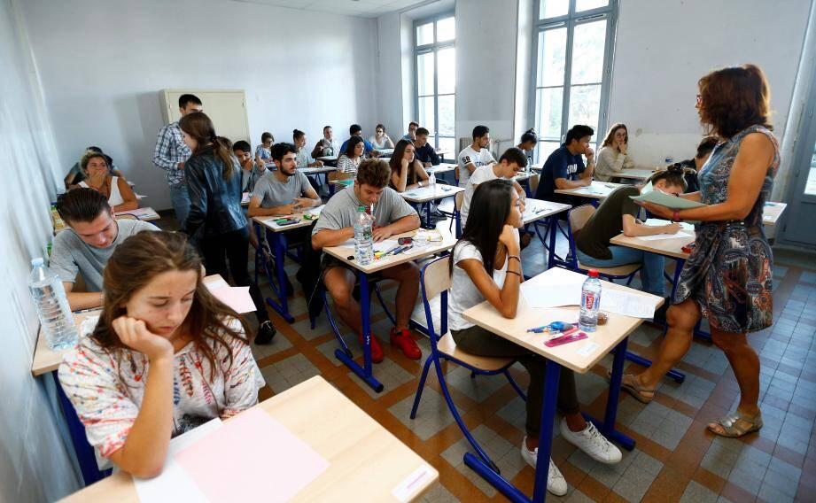 Les terminales L et S ont passé l'examen au lycée Carnot.