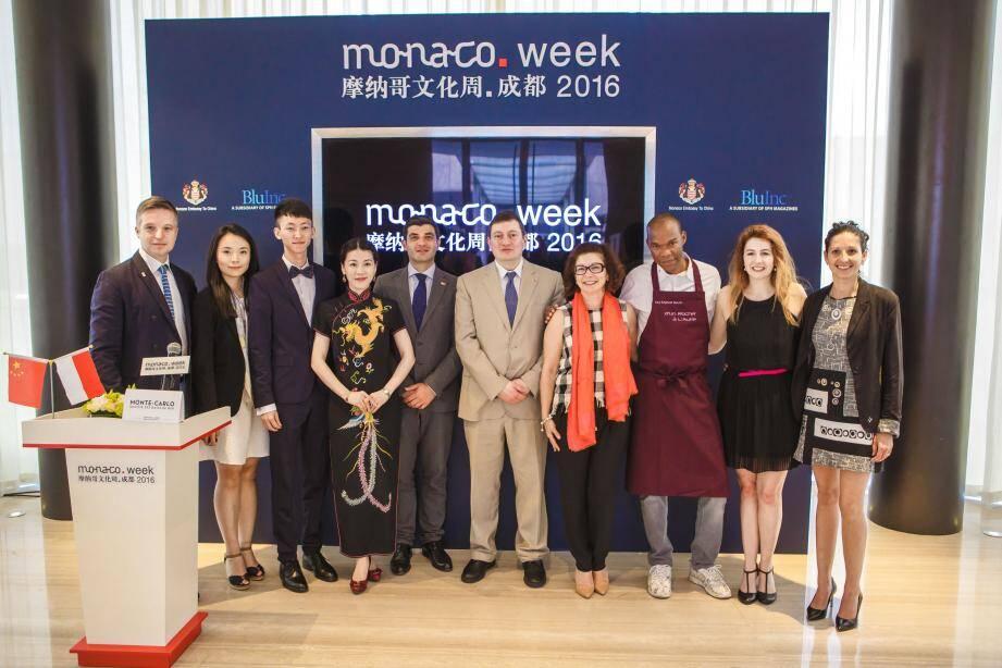 Catherine Fautrier, ambassadeur de Monaco en Chine, entourée des membres de la délégation monégasque.