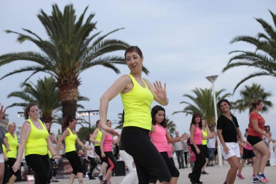 Cette fête de la musique 2016 invite à la découverte de groupes aux styles variés dans des lieux originaux. L'an passé, le bord de mer avait été pris d'assaut par des danseuses de zumba colorées.