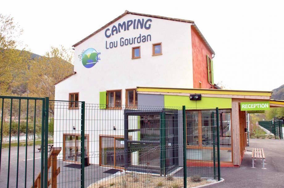 Les vacanciers pourront se détendre ou se dépenser, à proximité immédiate, dans le complexe sportif de la Condamine avec ses activités piscine, sauna, fitness, squash et tennis.