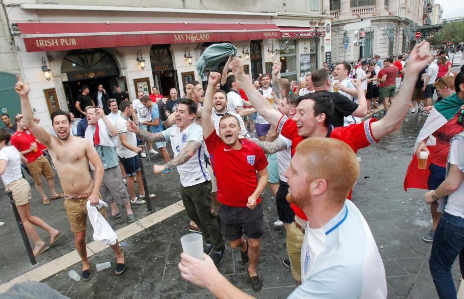 Malgré l'arrêté anti-alcool, les matchs d'hier ont été copieusement arrosés par les supporters de l'Angleterre, du Pays-de-Galles et d'Irlande du Nord.