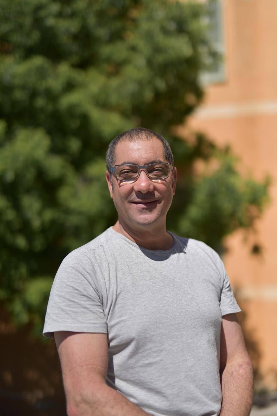 Mohamed Khattabi, dans l'équipe de pointe des techniciens installateurs.
