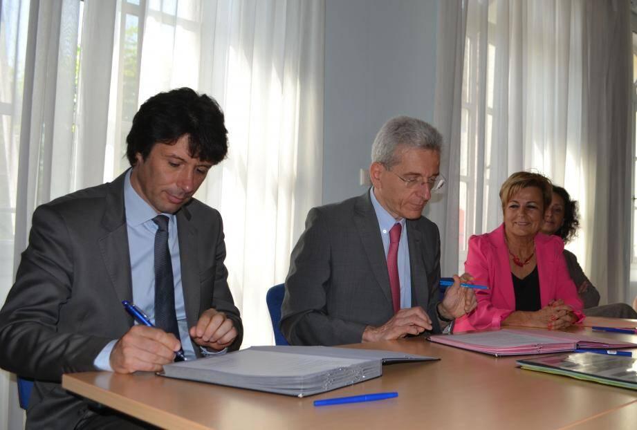 Le maire Pierre Aschieri, le préfet des Alpes-Maritimes Adolphe Colrat et l'adjointe à la culture Marie-louise Gourdon ont renouvelé leur engagement pour la culture.