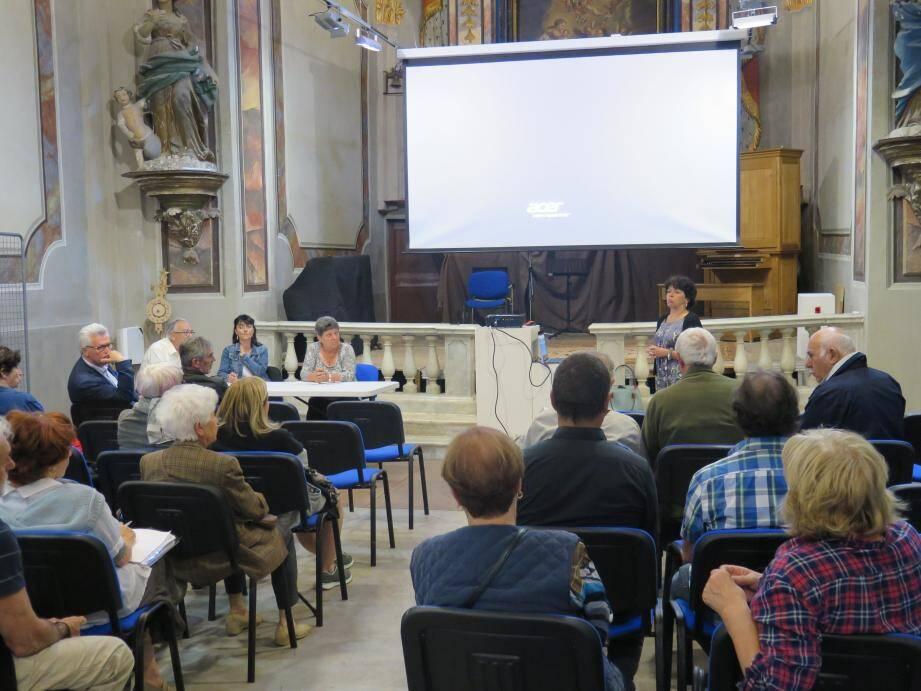 La réunion s'est déroulée salle Saint-Catherine en présence d'une quarantaine de personnes.