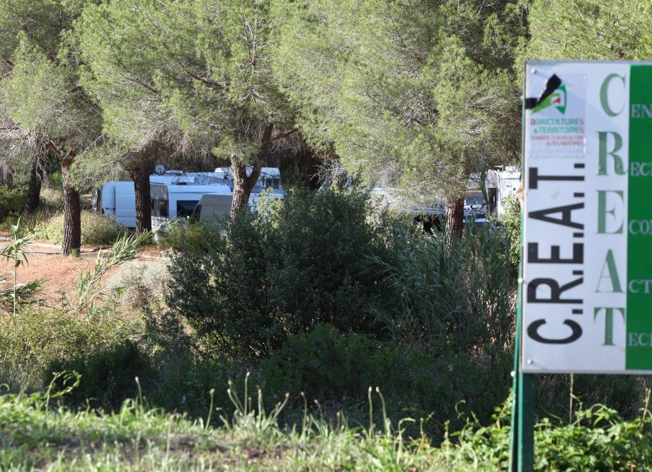 Le parking est destiné aux organisations professionnelles et aux salariés du centre.