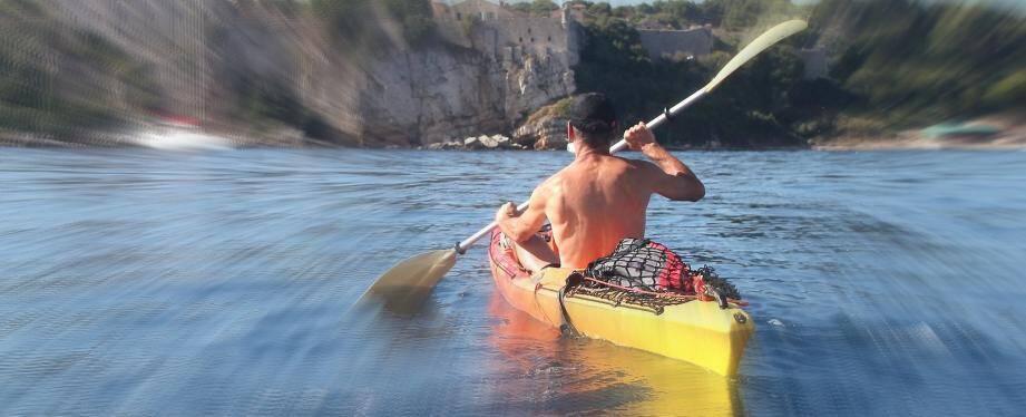 Un kayakiste (image d'illustration)